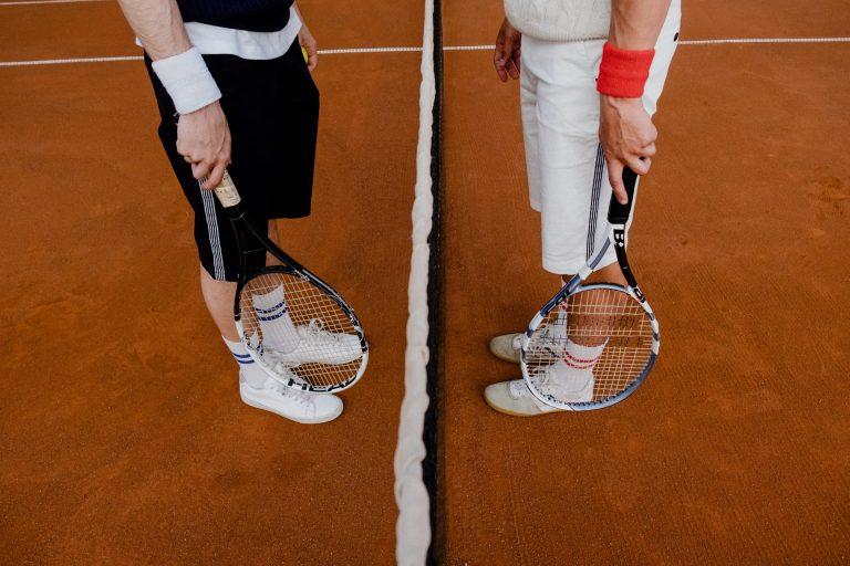Παίζετε τένις; Πώς μπορείτε να προστατεύσετε το σώμα σας από τραυματισμούς;